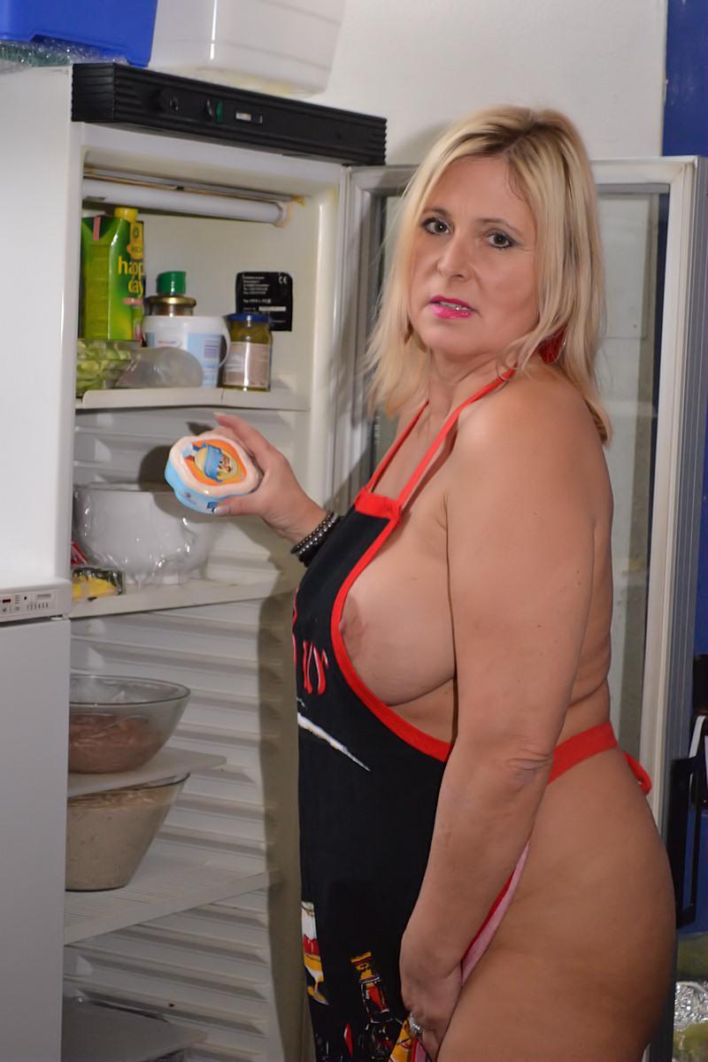Immer ganz nackt in der Küche