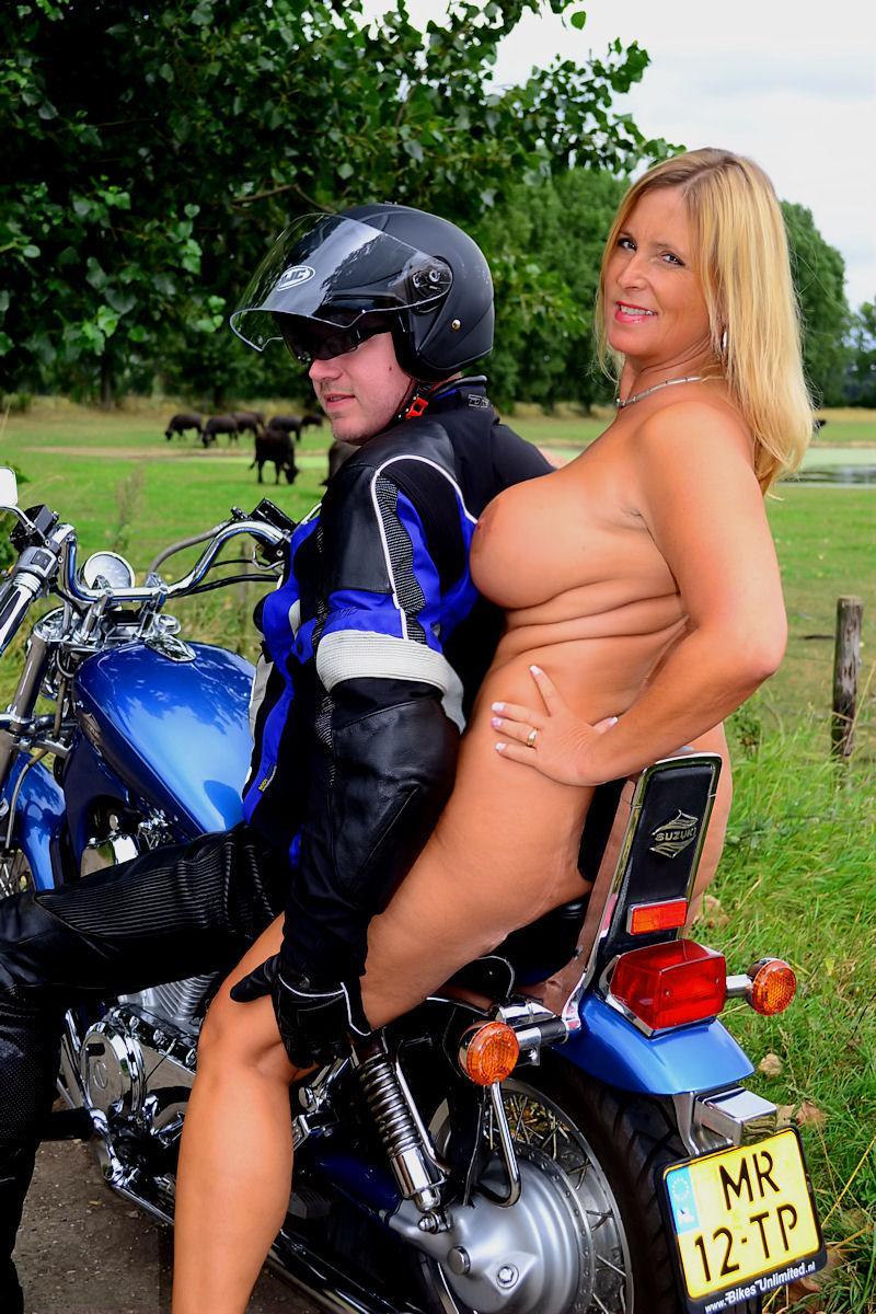 nackt auf dem bike