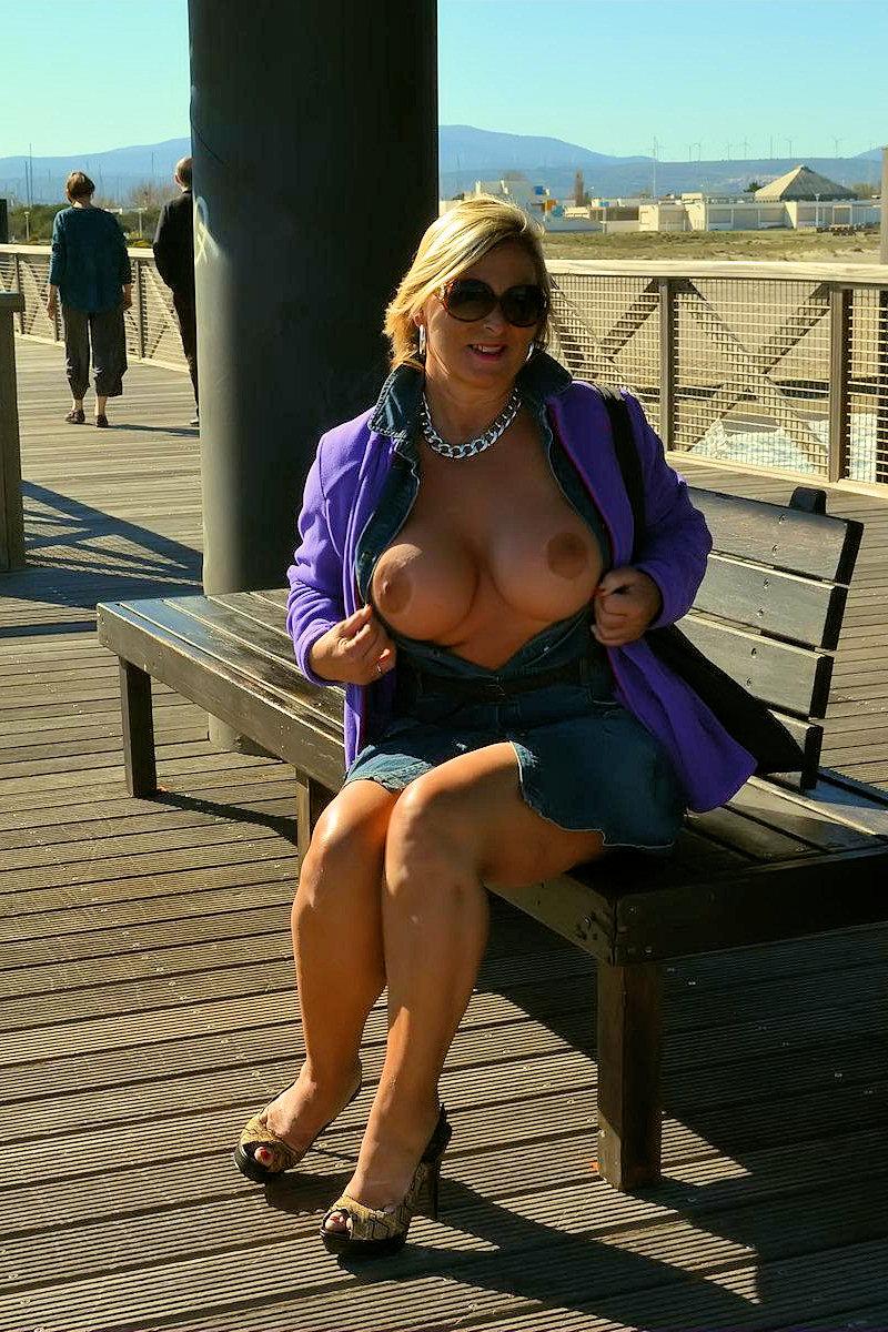 Flash auf dem Pier in Südfrankreich