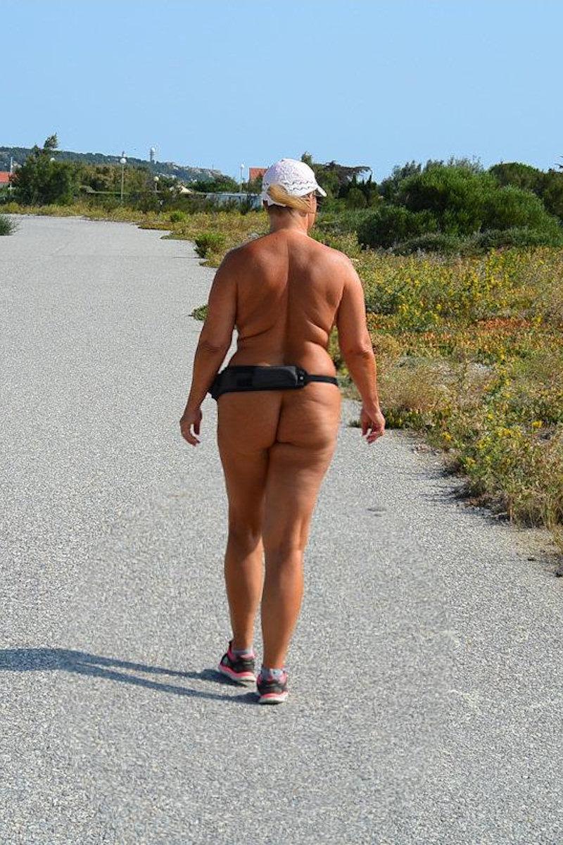 Auch im FKK-Urlaub fit bleiben