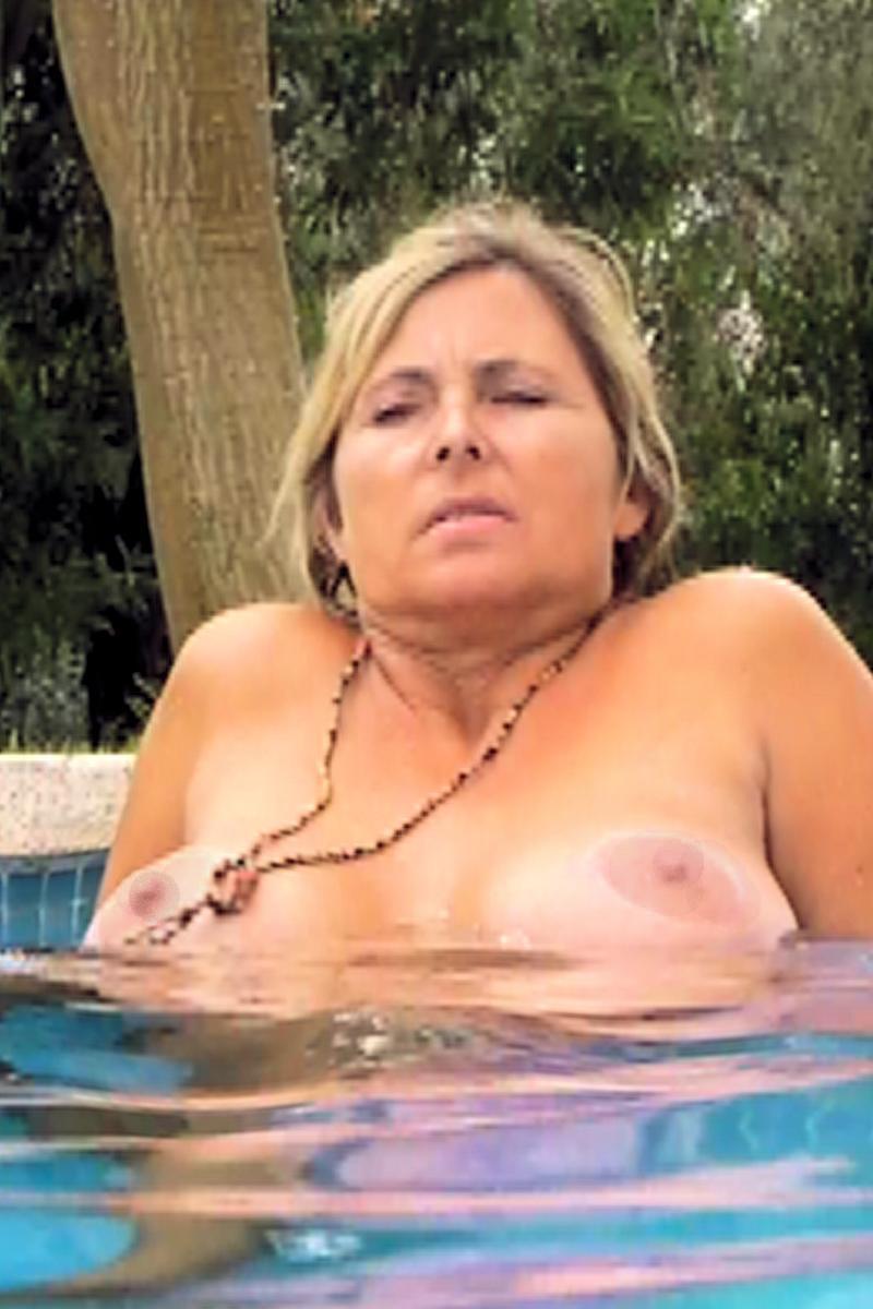 Nackt im Finca-Pool UnterwasserCam