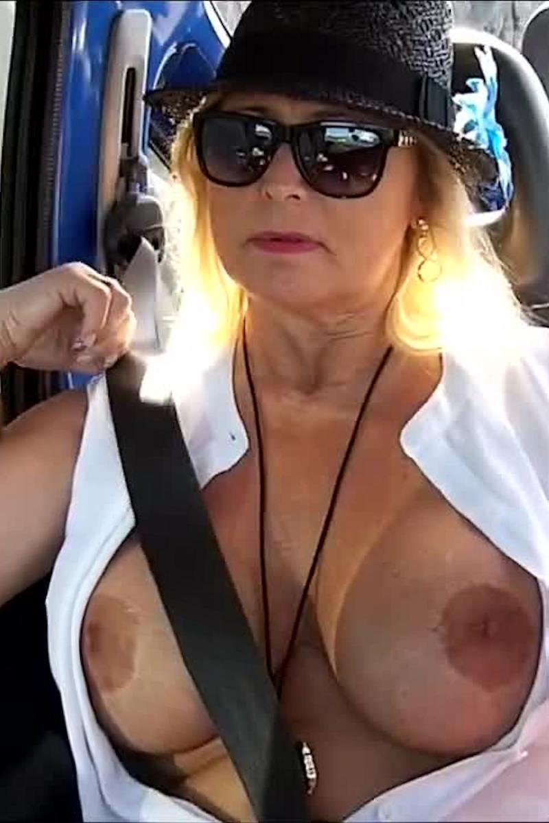 nackt im jeep