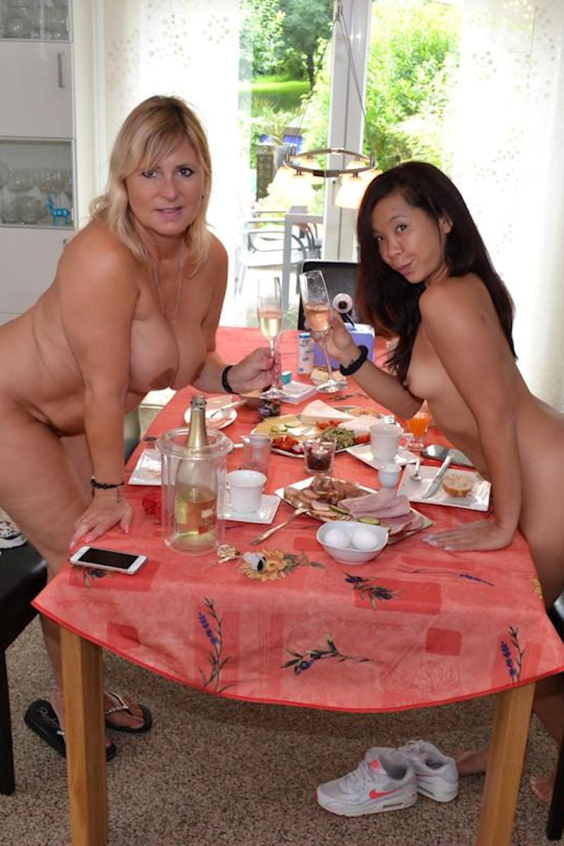 FKK-Frühstück mit Freundin