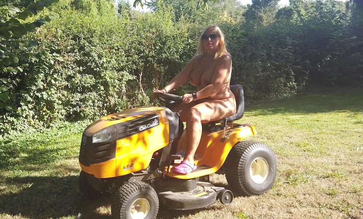 Im FKK-Garten bin ich immer nackt !