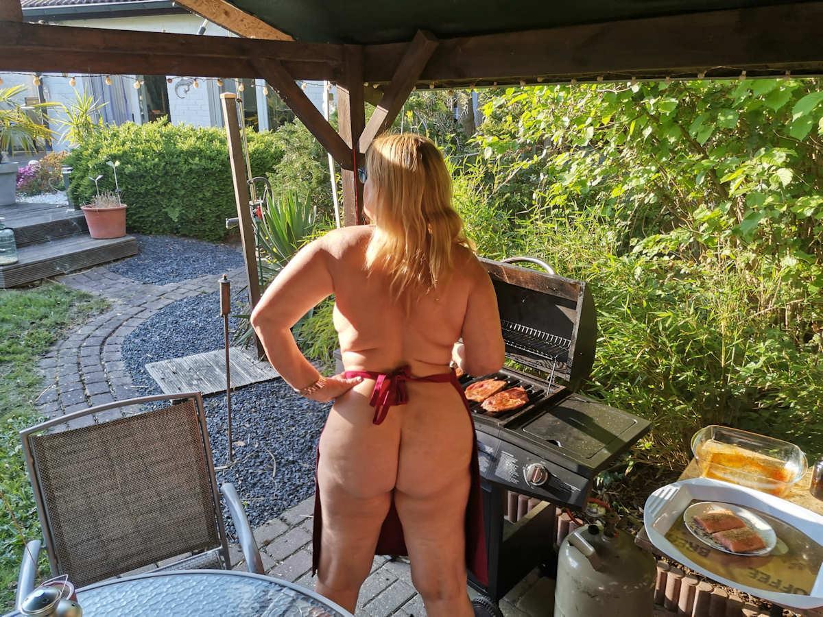 Grillen im eigenen Garten statt FKK-Urlaub